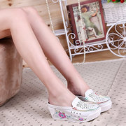 Hollow Out Breathable Floral Print Platform Slip On Sandals Shake Shoes