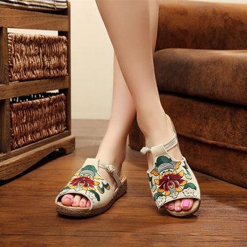 Sandalias planas bordadas ahuecadas con patrón nacional slip on